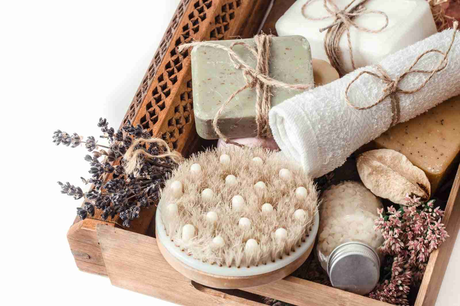 Enhanced comfort welcome kit with artisan soaps
